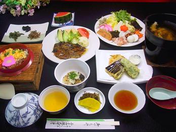 釜飯具雑煮定食(天ぷら付)